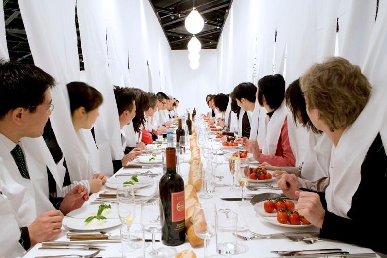 "© Marije Vogelzang – ""sharing dinner"", marijevogelzang.nl"